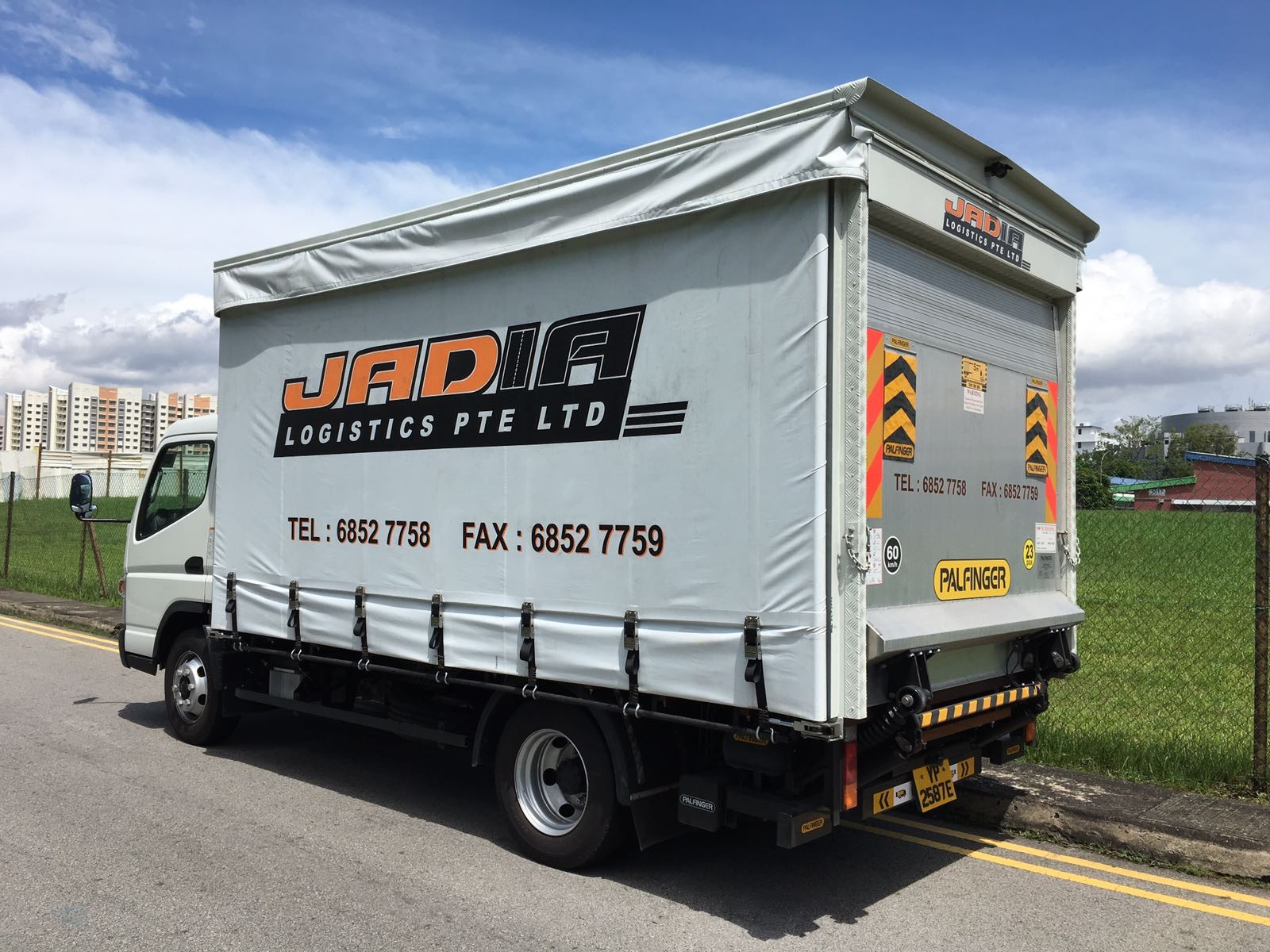 14ft Canopy Truck With Hydraulic Tailgate Book Now